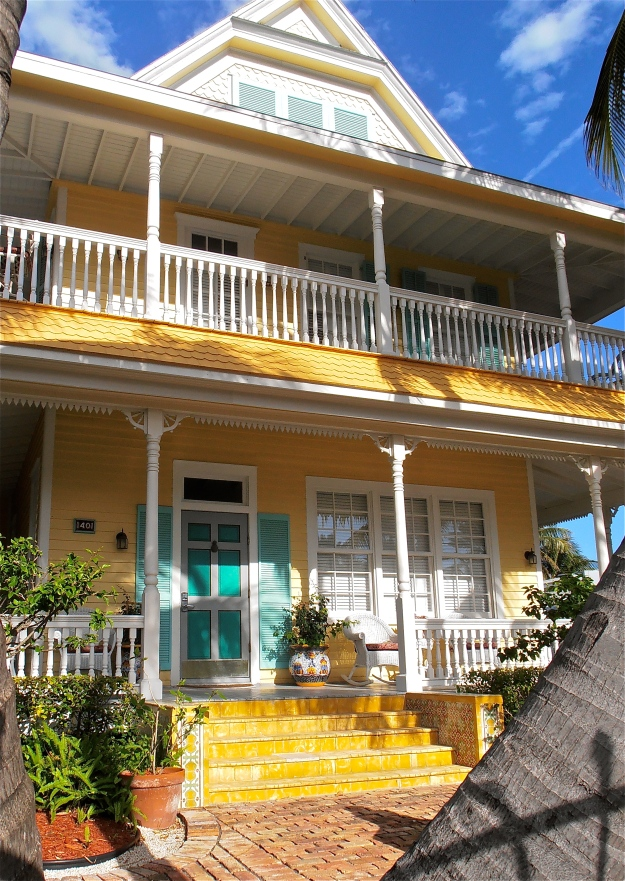 A very pretty house, of which there are many, many many in Key West. I can't possibly photograph them all, sigh.