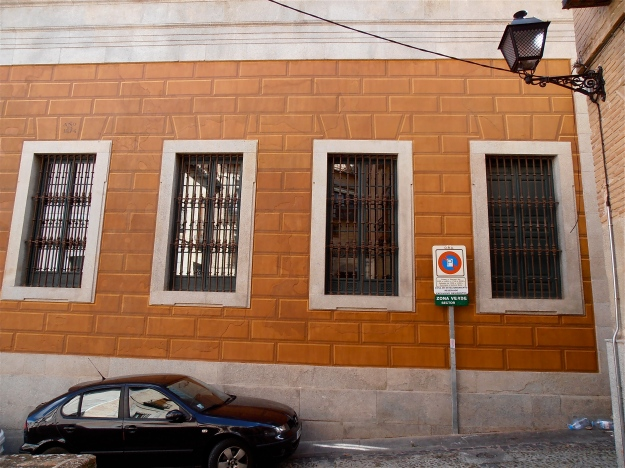 """Straight in front is the back of the University building. The brickwork is painted on, They call this a """"trampantojo"""" (deceiving the eyes). I do wonder whey they bothered, seeing as this is a backstreet, where tourists do not tend to venture"""
