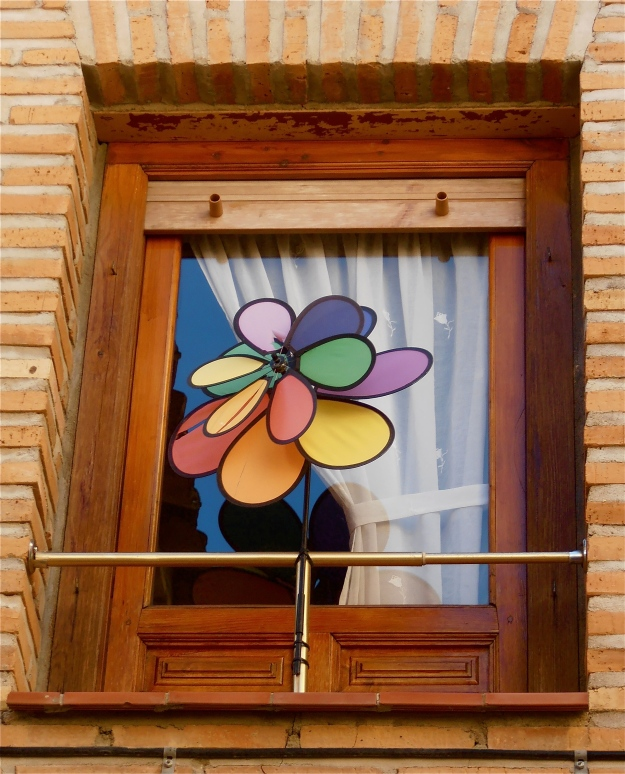 Window with pinwheel