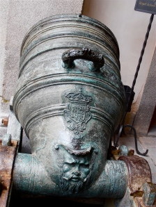 Cannon with a face on