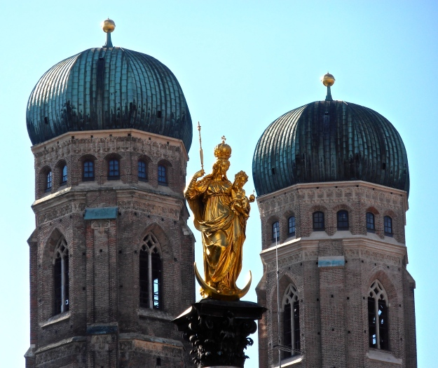 These are Munich's most famous landmarks - the towers of the Frauenkirche and the Mariensäule
