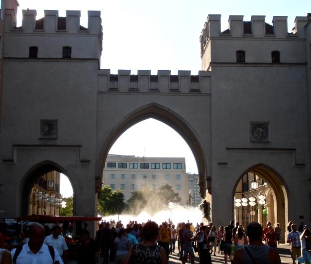Karlsplatz gate