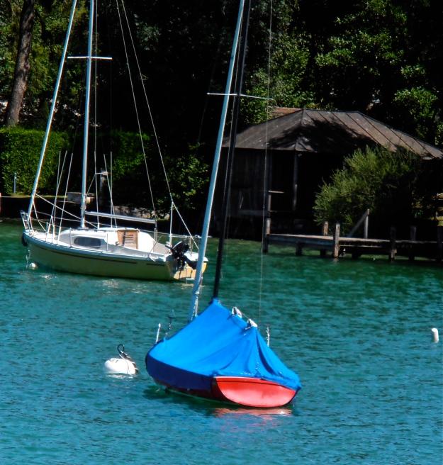 Rot-Blaues Boot
