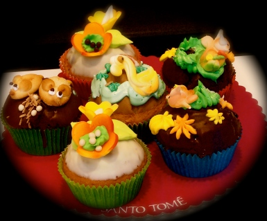 A round of celebratory cup cakes for you all from Toledo's poshest patisserie