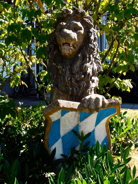 Guarding a garden in Possenhofen