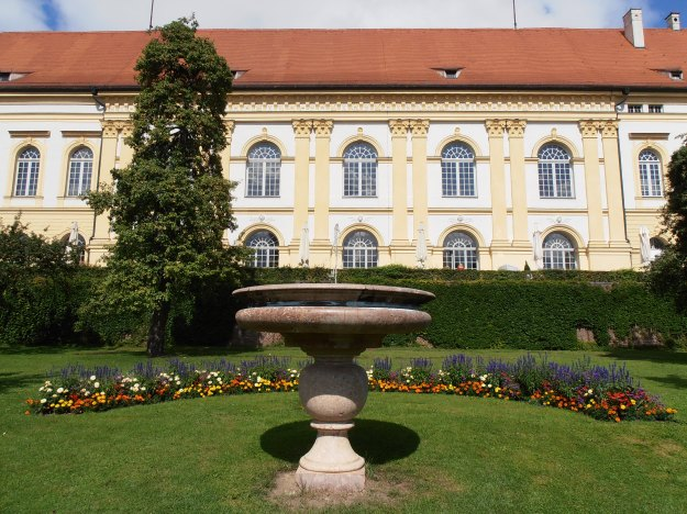 Palace and fountain
