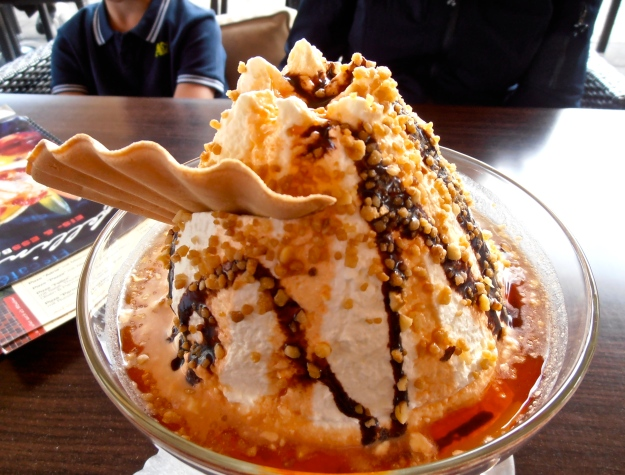 In the afternoon, I had this with my friend Martina...VOLCANO ICE CREAM!