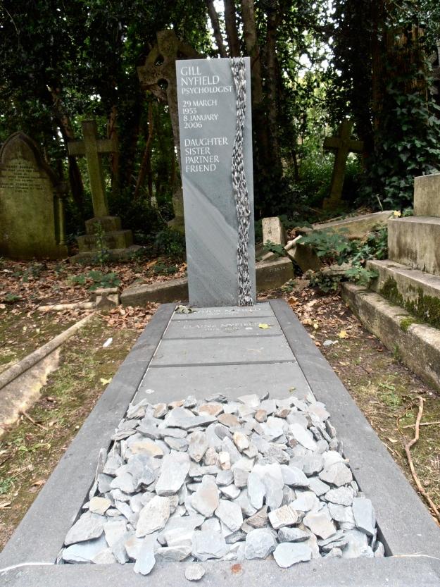 HG art grave