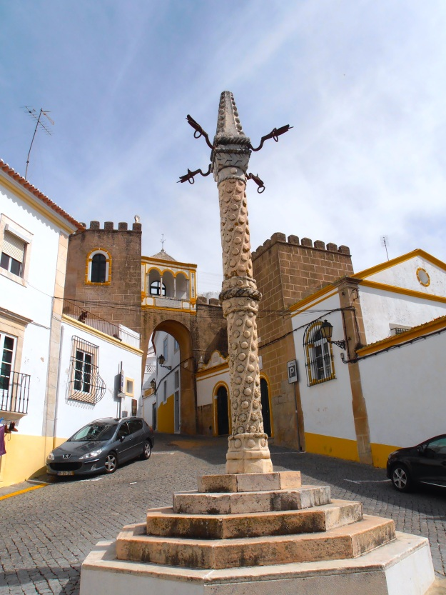 We're in Elvas now, another historic town settled since the year dot. Just don't ask me what that thing in the middle is...