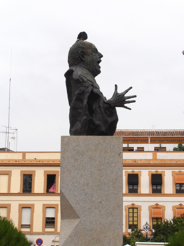 Sevilla Statue with bird
